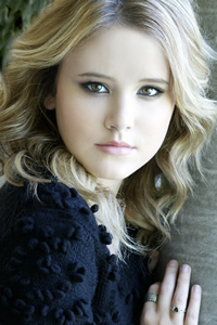 Chit Chatting With Actress Taylor Spreitler