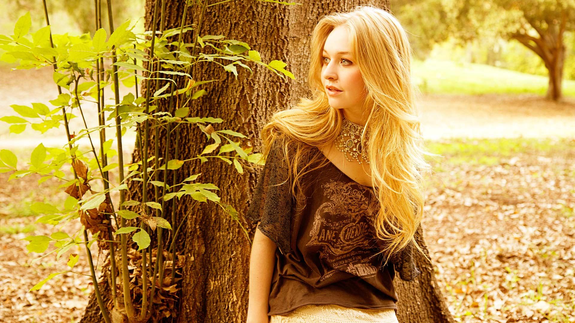 Justine Dorsey Nude Photos 3