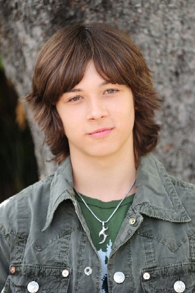 leo howard new show